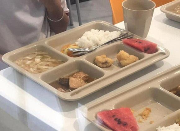 Chưa hết vụ suất ăn bị cắt xén, hàng loạt học sinh trường tiểu học Việt Úc lại bị nôn ói, đau bụng sau khi dùng bữa trưa-1
