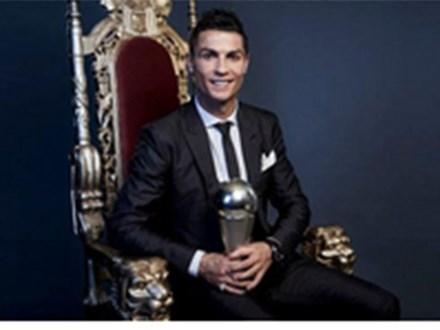 Ronaldo gây sốc với 3 lựa chọn trong lá thăm The Best