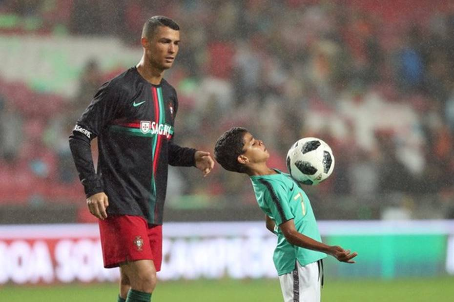 Ông bố Ronaldo nổi tiếng đào hoa, sát gái nhưng dạy con lại vô cùng chỉn chu và đáng ngưỡng mộ-5