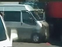 Clip: Khoảnh khắc xe container đâm liên hoàn 3 ô tô dừng đèn đỏ ở Hà Nội