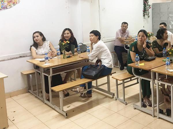 Buổi họp phụ huynh sáng tạo ở trường THPT Hồng Hà-3