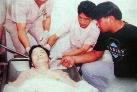Tuyệt thế danh ca châu Á đột tử khi đang du lịch cùng bạn trai, 24 năm sau mộ phần vẫn tồn tại những câu chuyện rùng mình-9
