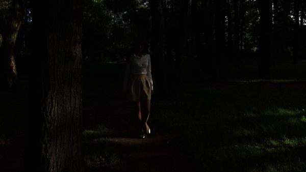 Tối ngủ tại nhà mà sáng thức dậy trên núi hoang, cô gái hoảng sợ chạy về và kể lại câu chuyện khiến ai cũng rùng mình-2