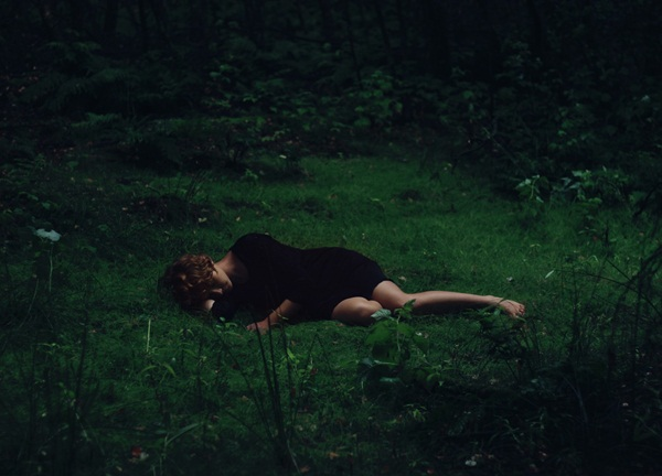 Tối ngủ tại nhà mà sáng thức dậy trên núi hoang, cô gái hoảng sợ chạy về và kể lại câu chuyện khiến ai cũng rùng mình-3