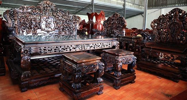 Gom gỗ mun suốt 7 năm rồi lấy lõi làm bộ bàn ghế giá chục tỷ-17