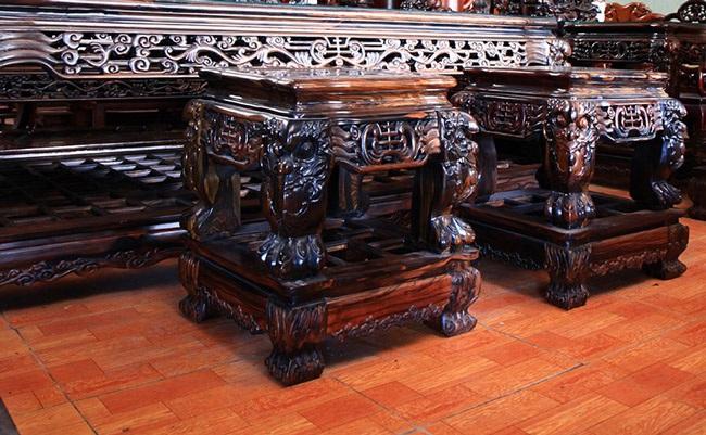 Gom gỗ mun suốt 7 năm rồi lấy lõi làm bộ bàn ghế giá chục tỷ-3