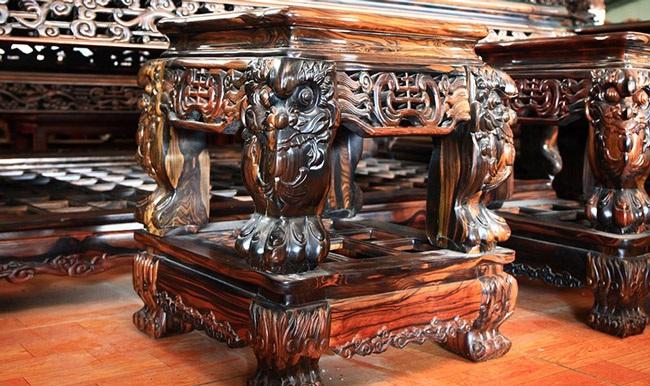 Gom gỗ mun suốt 7 năm rồi lấy lõi làm bộ bàn ghế giá chục tỷ-9
