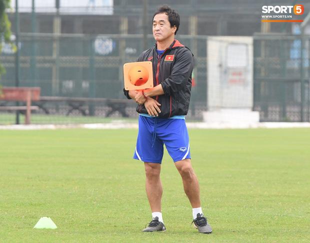 Trợ lý Lee Young-jin yêu cầu học trò nghiêm túc: Ai không hiểu phải hỏi, ai mất tập trung tôi mời ra ngoài-3