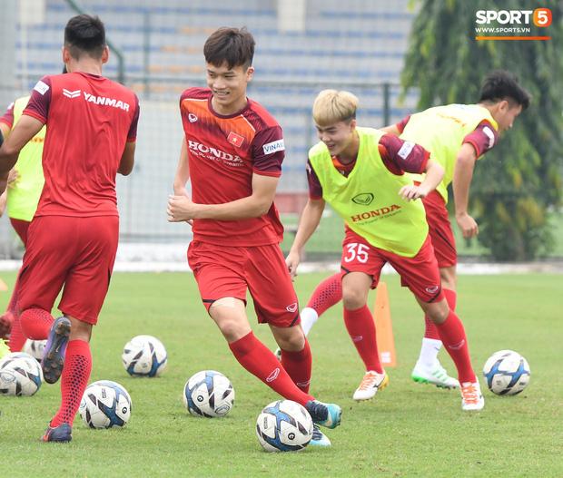 Trợ lý Lee Young-jin yêu cầu học trò nghiêm túc: Ai không hiểu phải hỏi, ai mất tập trung tôi mời ra ngoài-9