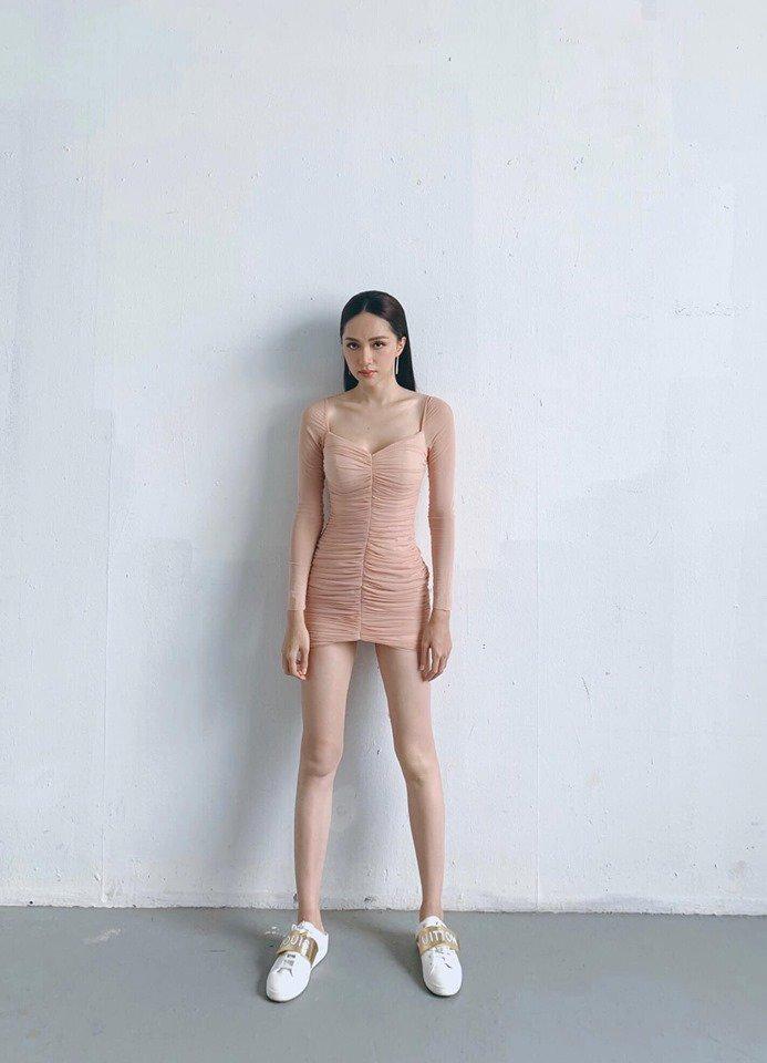 Đôi chân nuột nà không tì vết của HH Hương Giang chính là giấc mơ của mọi cô gái-2