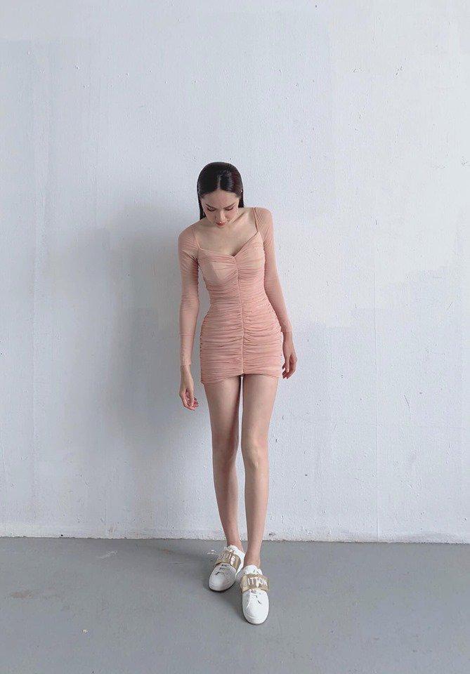 Đôi chân nuột nà không tì vết của HH Hương Giang chính là giấc mơ của mọi cô gái-3