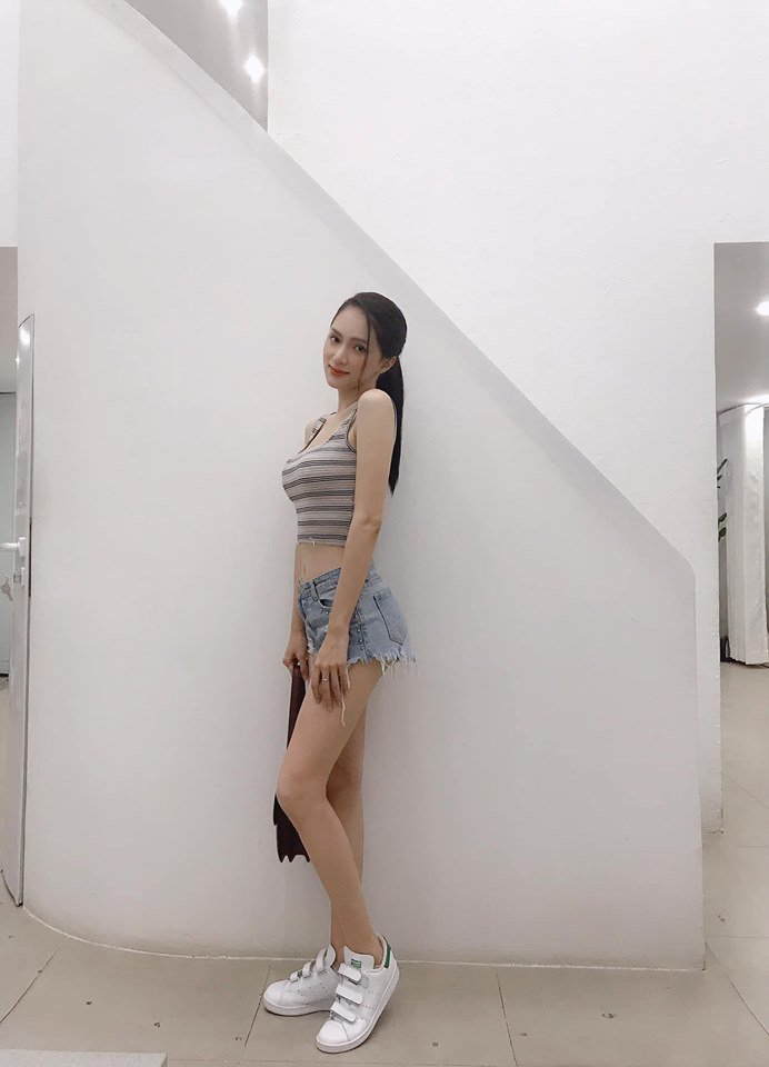 Đôi chân nuột nà không tì vết của HH Hương Giang chính là giấc mơ của mọi cô gái-4