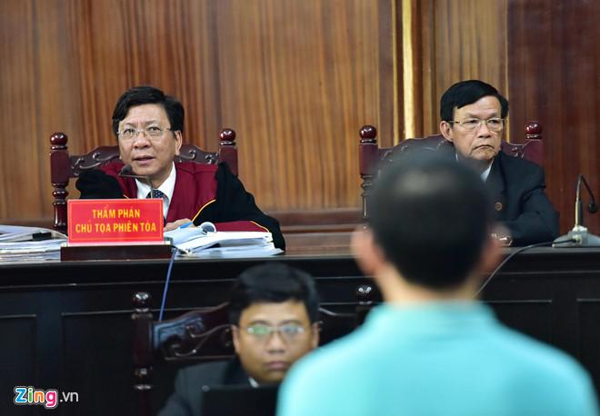 Vì sao chồng ca sĩ Trang Nhung xuất hiện ở phiên tòa VN Pharma?-2