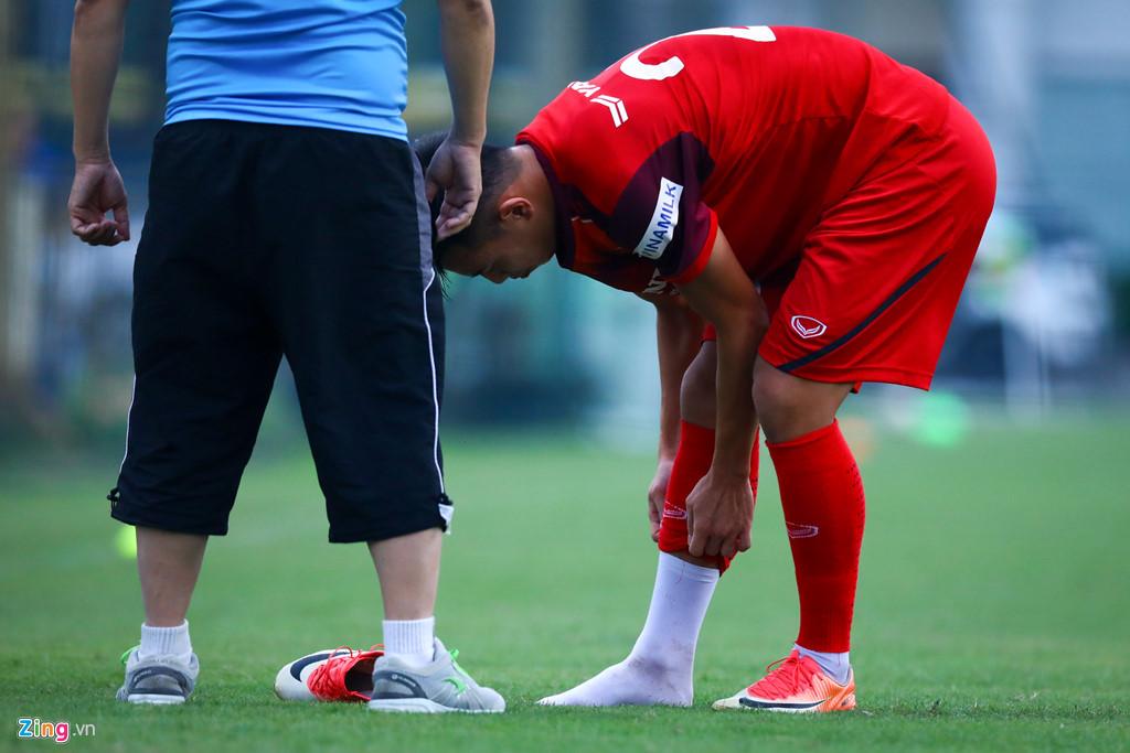 Phát hiện tuyển thủ đau ngón chân, HLV Park lập tức bắt nghỉ tập-2