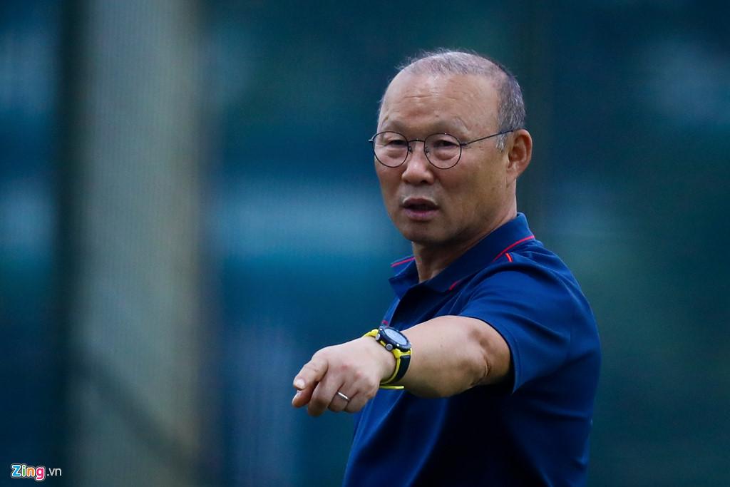 Phát hiện tuyển thủ đau ngón chân, HLV Park lập tức bắt nghỉ tập-6