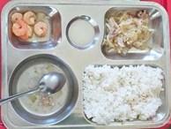 Lùm xùm suất cơm tiểu học 27.000 đồng 'hẻo' thức ăn