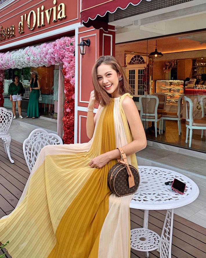 Trời vào Thu mát mẻ, các quý cô Châu Á lại được dịp bung lụa với loạt các thiết kế đầy màu sắc-1