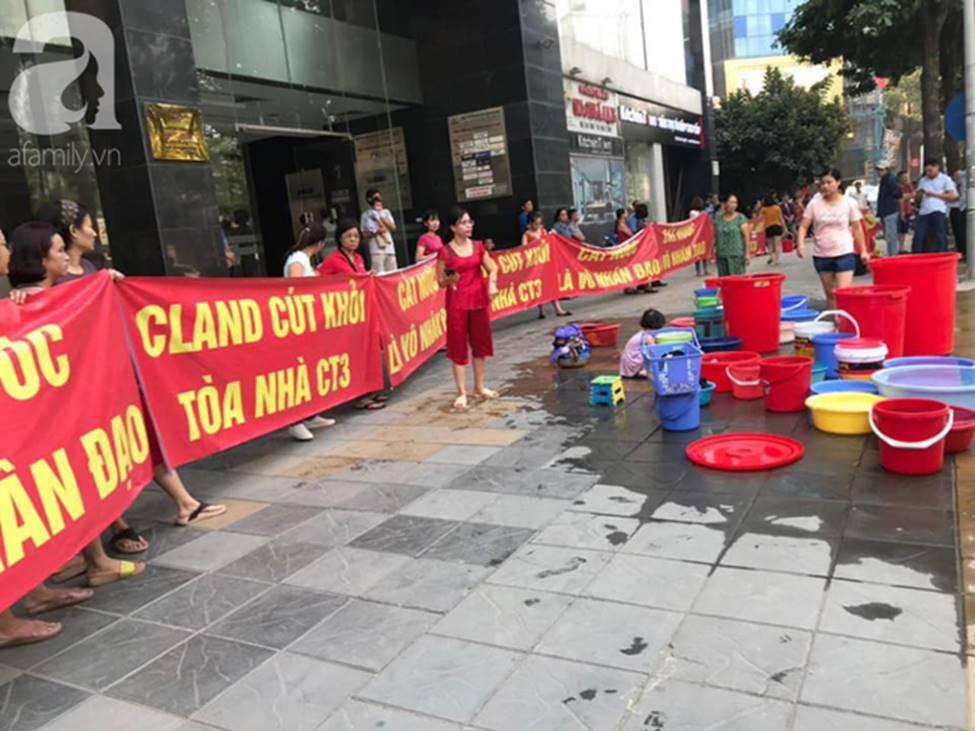 Vụ dân phải xách xô đi mua nước tại chung cư cao cấp ở Hà Nội: Chủ đầu tư cắt nước vì cư dân nợ tiền?-1