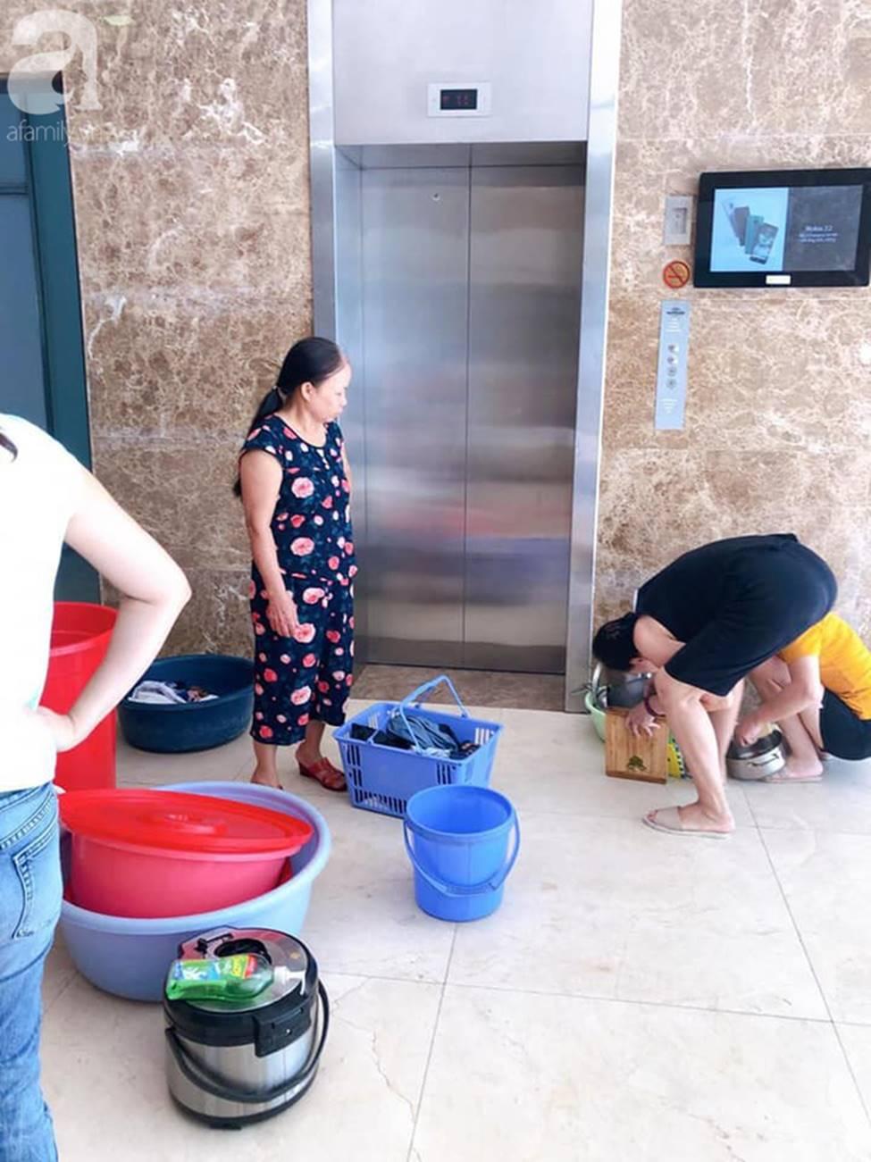 Vụ dân phải xách xô đi mua nước tại chung cư cao cấp ở Hà Nội: Chủ đầu tư cắt nước vì cư dân nợ tiền?-3