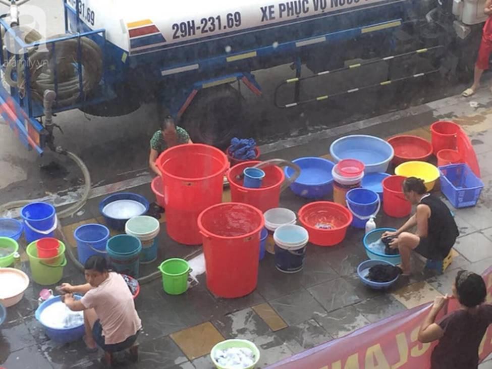 Vụ dân phải xách xô đi mua nước tại chung cư cao cấp ở Hà Nội: Chủ đầu tư cắt nước vì cư dân nợ tiền?-4