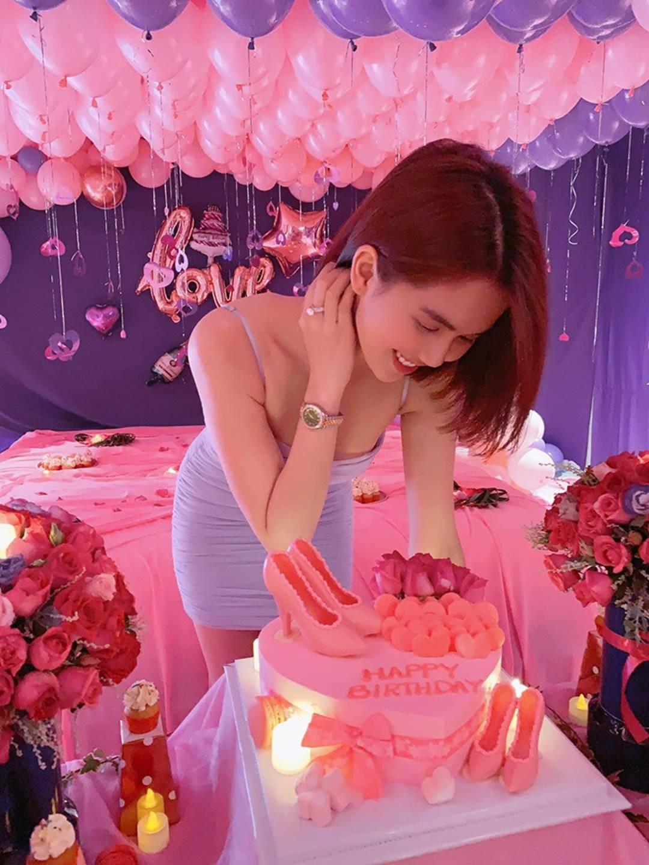 """Được bạn trai đại gia tổ chức sinh nhật sang chảnh hai năm liên tiếp, Ngọc Trinh lại tuyên bố đầy nóng sốt""""-5"""
