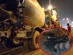 Người đi xe máy ngã nhào ra đường vì nổ lốp-1