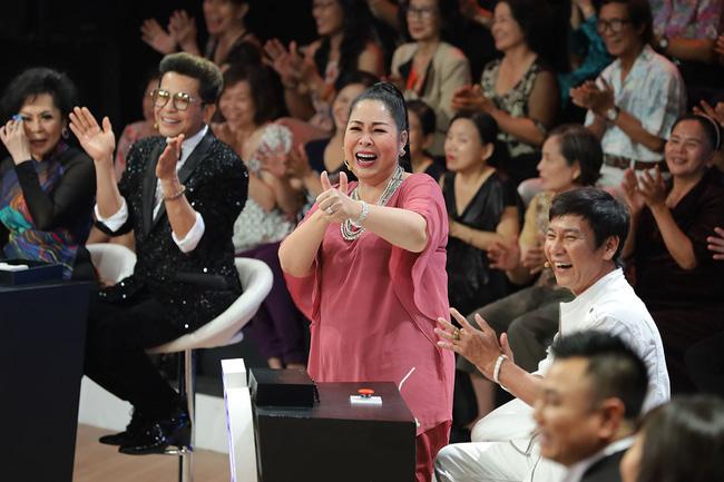 Ký ức vui vẻ: MC Lại Văn Sâm gặp sự cố khó nói, khán giả không trách mà ngược lại còn hò hét cổ vũ hết mình-4