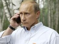 Hé lộ chiếc điện thoại Tổng thống Putin đang dùng: Không phải iPhone!