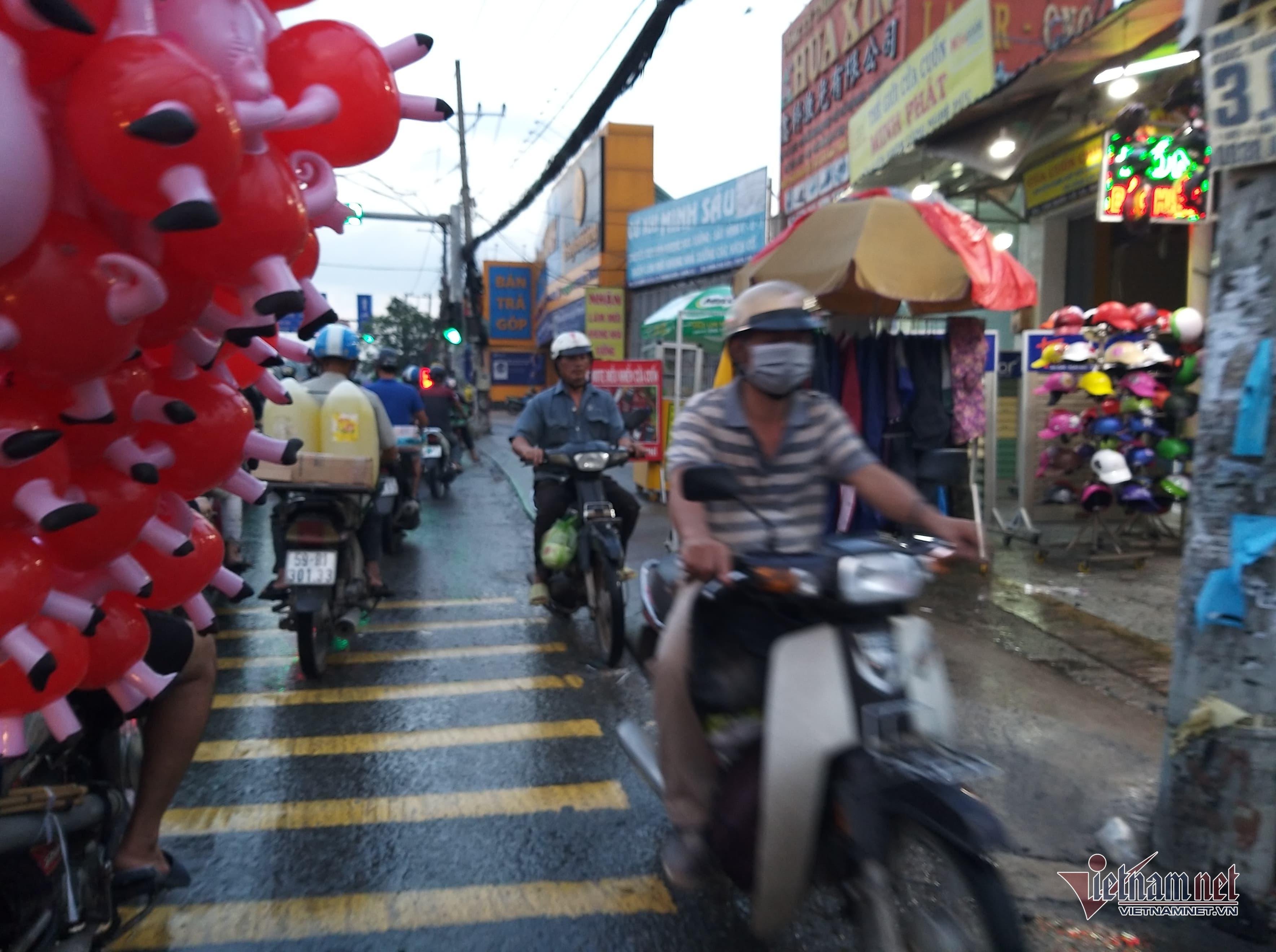 Hầm chui ngập nửa mét, nước lênh láng cản lối về của người Sài Gòn-4