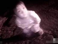 Phát hiện bé gái trắng bệch đang khóc bên vệ đường lúc 3h sáng, cảnh sát điều tra liền biết được sự thật choáng váng