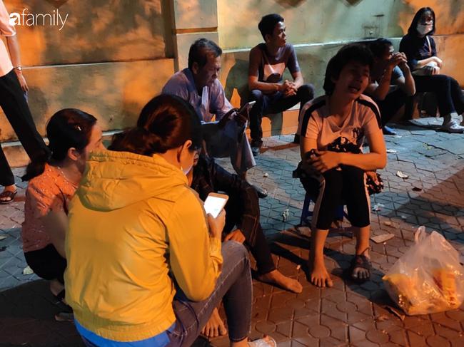 Vụ nam tài xế xe ôm công nghệ nghi bị sát hại ở Hà Nội: Người chị gào khóc trước bệnh viện chờ nhận thi thể em trai-4