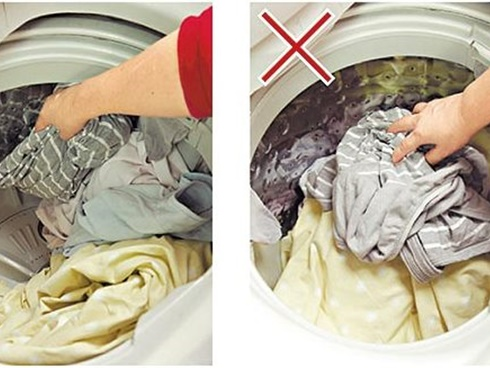 Nhân viên khách sạn tiết lộ bí quyết vàng giúp giặt đồ bằng máy cực phẳng, vết bẩn nào cũng sạch