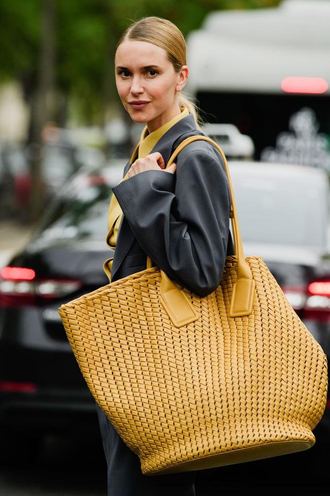 Ngắm street style tại Tuần lễ thời trang Paris, nàng công sở cũng rút ra được vô số tips mix đồ cho mùa lạnh-15