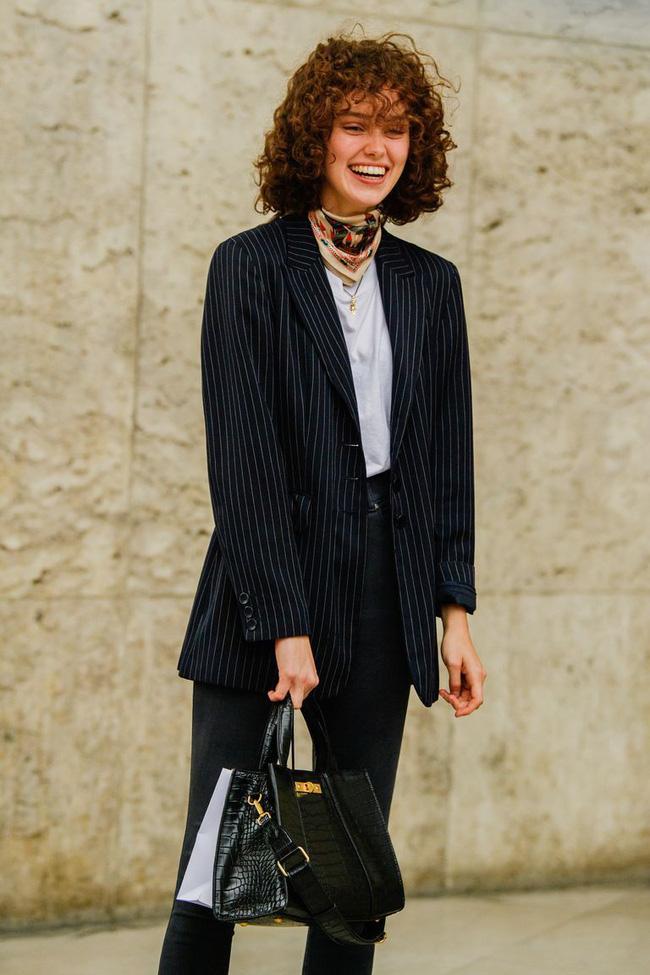 Ngắm street style tại Tuần lễ thời trang Paris, nàng công sở cũng rút ra được vô số tips mix đồ cho mùa lạnh-16