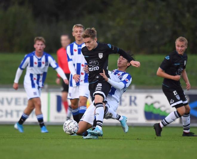 Văn Hậu chơi trọn 90 phút cho Jong Heerenveen-1