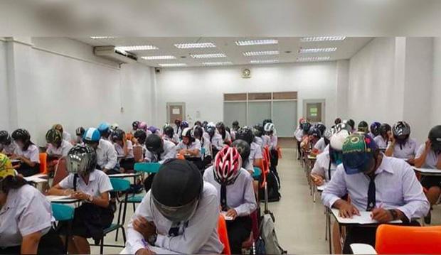 Trường Đại học bất ngờ gây chú ý khi bắt sinh viên đội mũ bảo hiểm vào phòng thi, tìm hiểu lí do ai cũng phải gật gù-1