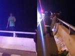 Khoảnh khắc kinh hoàng khi cây cầu dài 140m ở Đài Loan sụp đổ trong tíc tắc, khiến hàng chục người bị thương và mất tích-9