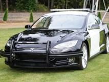 Cảnh sát Mỹ phải dừng truy đuổi nghi phạm vì xe Tesla hết điện