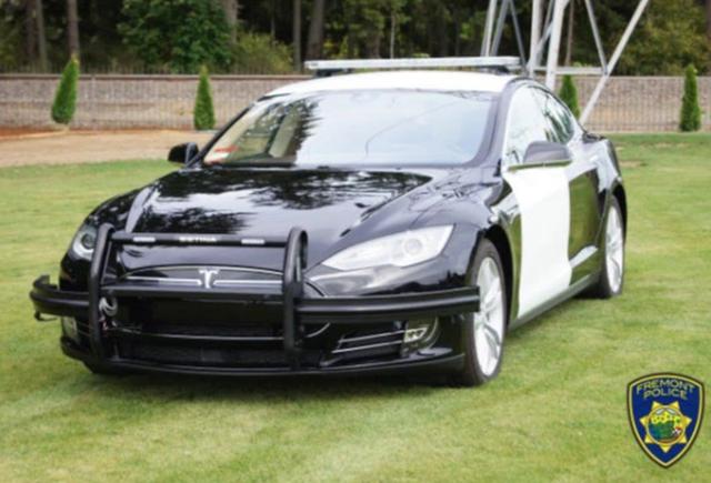 Cảnh sát Mỹ phải dừng truy đuổi nghi phạm vì xe Tesla hết điện-1
