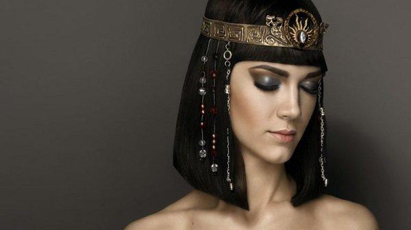 Không chỉ thông minh sắc sảo, nhờ có bí kíp này Cleopatra khiến đàn ông mê mệt-3