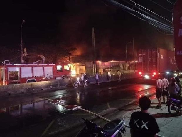 Hàng trăm ki ốt ở chợ Còng ven QL1A bị lửa thiêu rụi-2