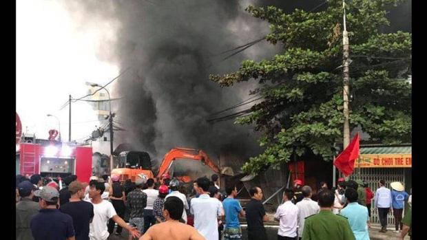 Hàng trăm ki ốt ở chợ Còng ven QL1A bị lửa thiêu rụi-3