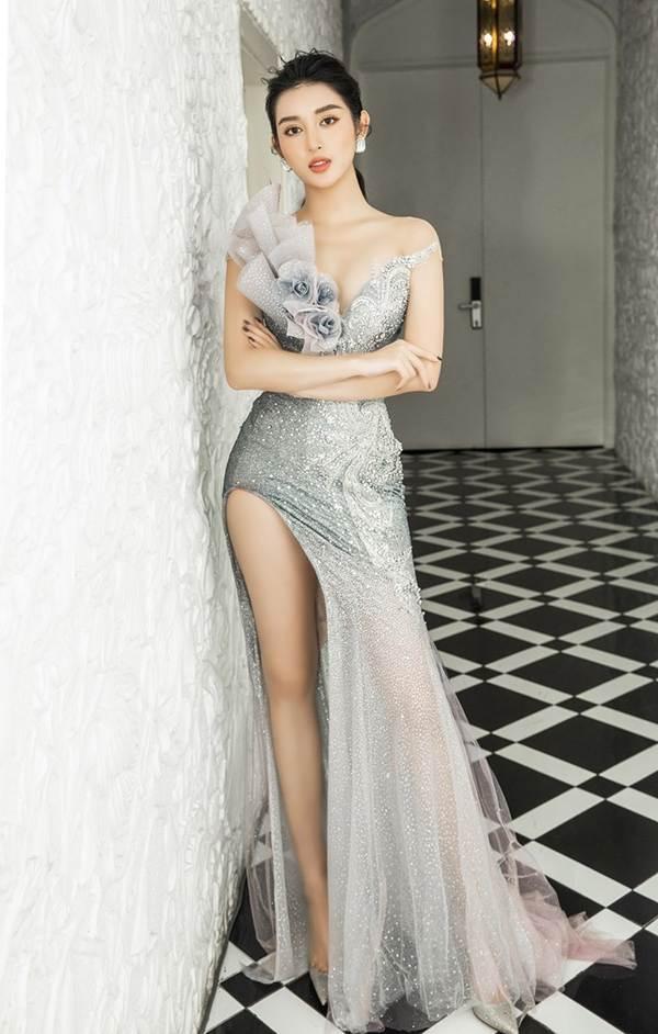 Á hậu Huyền My gợi cảm hết nấc với váy xẻ ngực-1