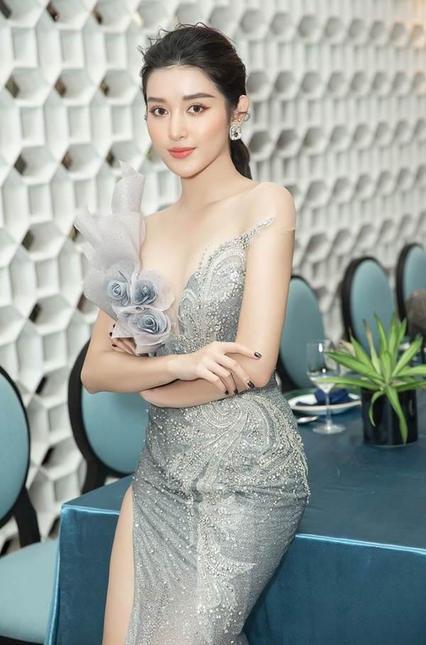 Á hậu Huyền My gợi cảm hết nấc với váy xẻ ngực-3