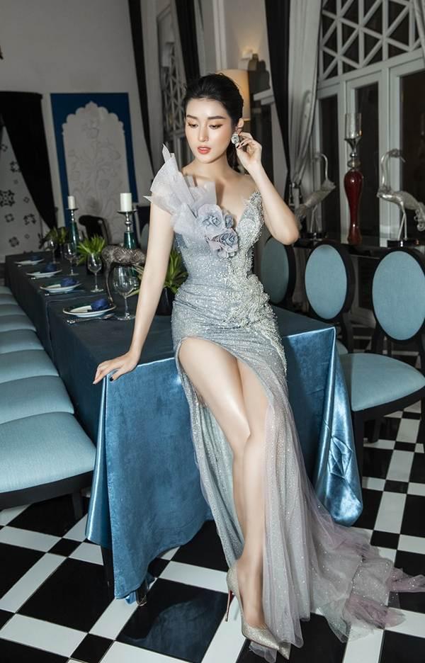 Á hậu Huyền My gợi cảm hết nấc với váy xẻ ngực-4