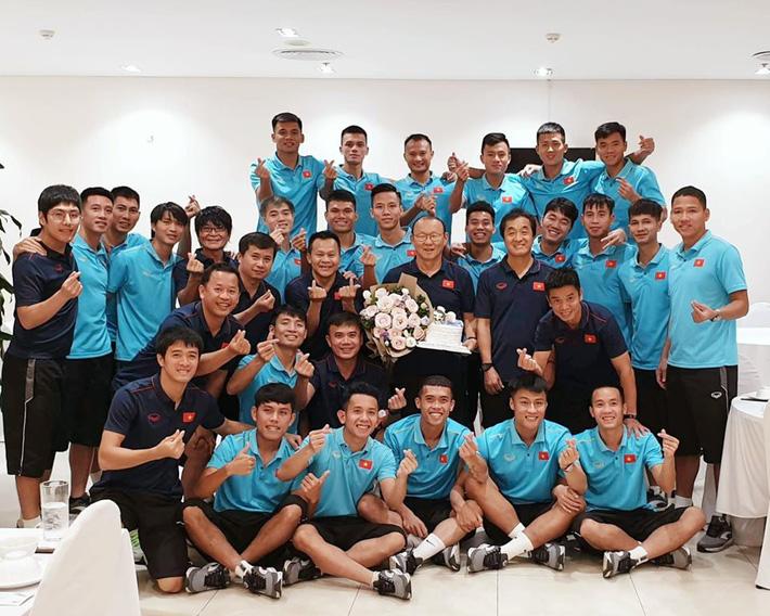 Nhân dịp sinh nhật bố, con trai thầy Park nói lời đặc biệt với CĐV Việt Nam và Xuân Trường-2