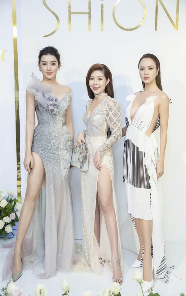 Á hậu Huyền My gợi cảm hết nấc với váy xẻ ngực-5