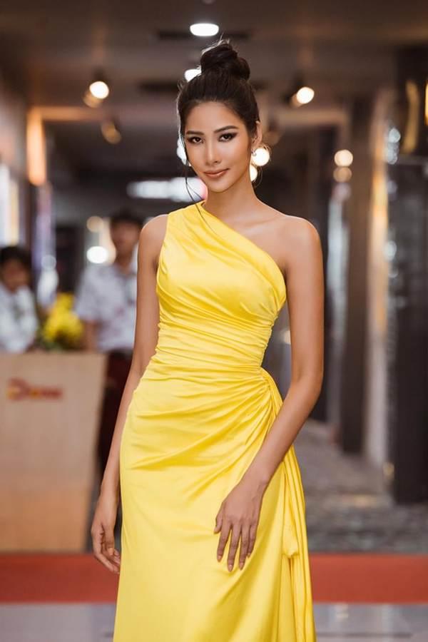Á hậu Huyền My gợi cảm hết nấc với váy xẻ ngực-6