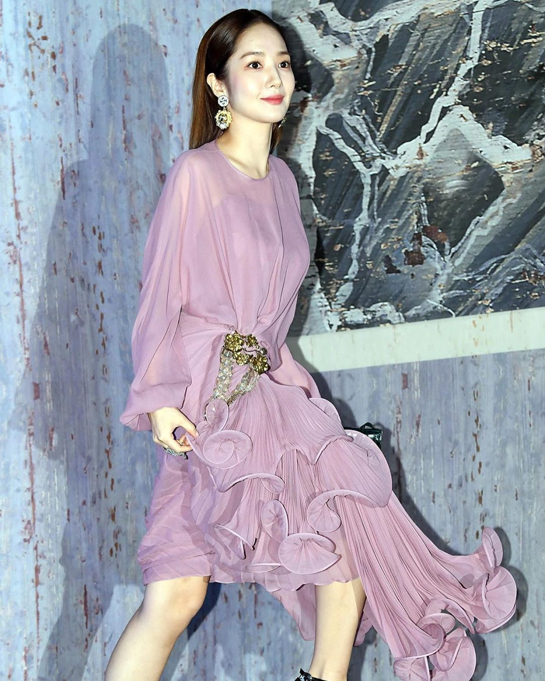 Park Min Young tự tay dìm dáng với đầm bánh bèo màu tím, gương mặt lộ dấu hiệu lão hóa kém sắc giữa dàn mỹ nhân-2