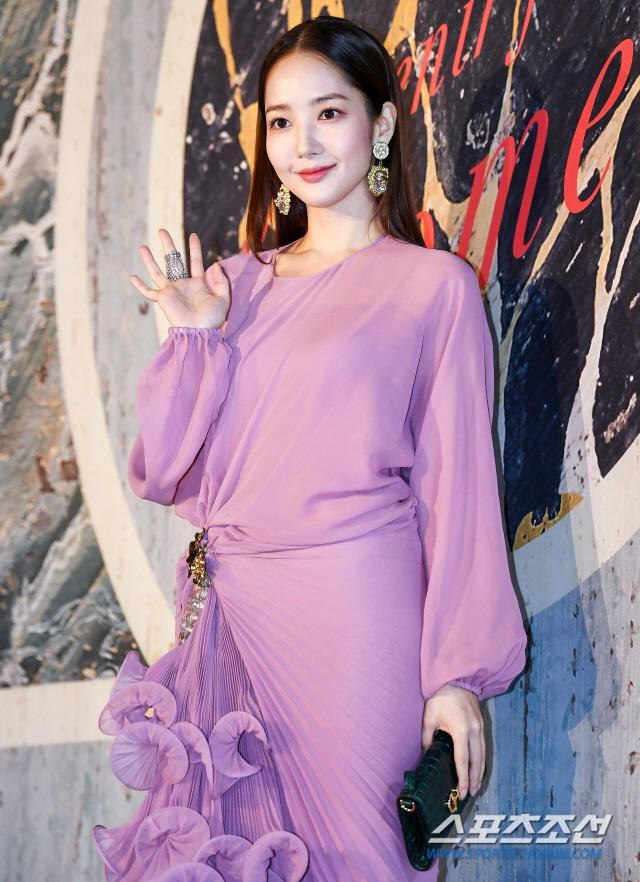 Park Min Young tự tay dìm dáng với đầm bánh bèo màu tím, gương mặt lộ dấu hiệu lão hóa kém sắc giữa dàn mỹ nhân-4